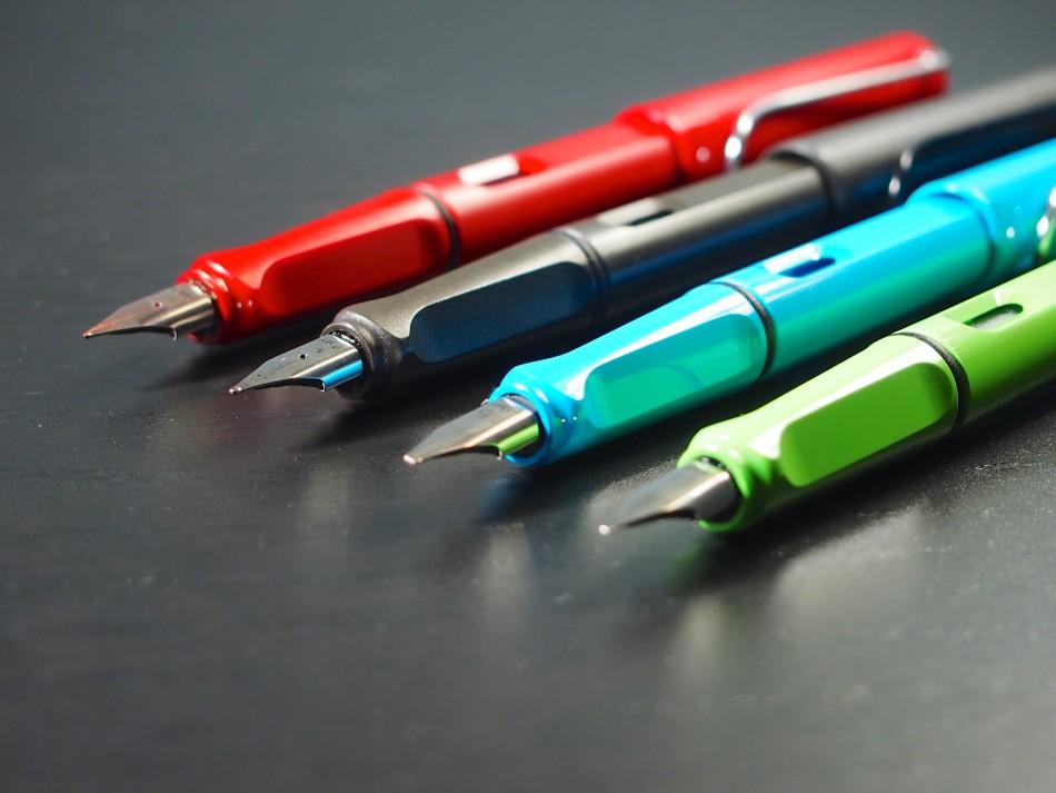 Un stylo-plume pour gaucher